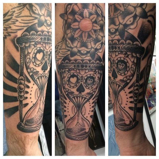 Sugarskull Hourglass Tattoo by Matt Stankis #northsidetattoosdotcom #northsidetattoos #northsidetattoo #nst #tattoo #hourglass #sugarskull #blackandgrey #tattoosformen #delaware #mattstankis #nofilter