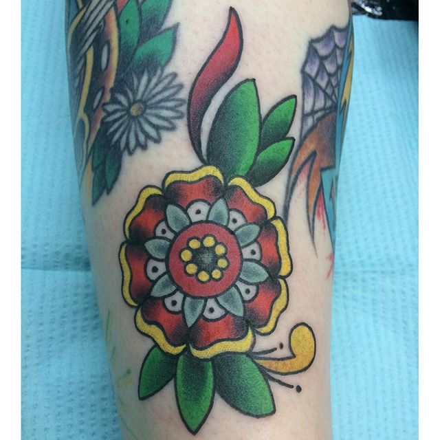 Traditional Flower by Matt Stankis #northsidetattoosdotcom #northsidetattoos #northsidetattoo #mattstankis #tattoo #americantraditional #traditionaltattoo #colortattoo #eternalink #mandalaflower #flowertattoo #tattoos #tattoosforwomen #wilmingtonde #delawaretattoo #delaware