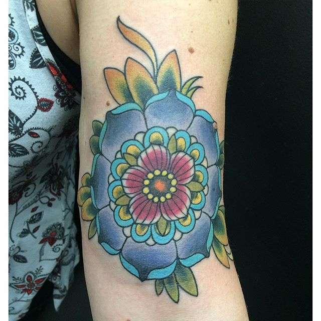 Mandala Flower by Matt Stankis #northsidetattoosdotcom #northsidetattoos #northsidetattoo #mattstankis #tattoo #neotraditional #flowertattoo #tattoosforwomen #colortattoo #eternalink #wilmingtondelaware #delawaretattoo #delaware #nofilter